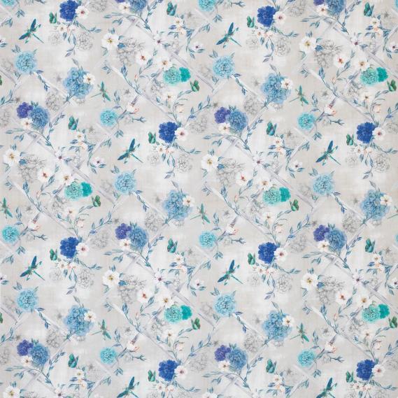 Dekostoff Matthew Williamson Belvoir Rosanna Trellis F7129-03 Blüten türkis und weiß auf hellgrauen Grund
